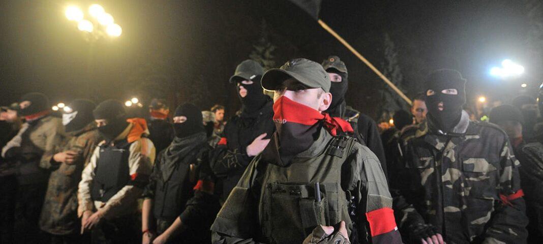 Ukraina Högra sektorn nazistmördare män i svart