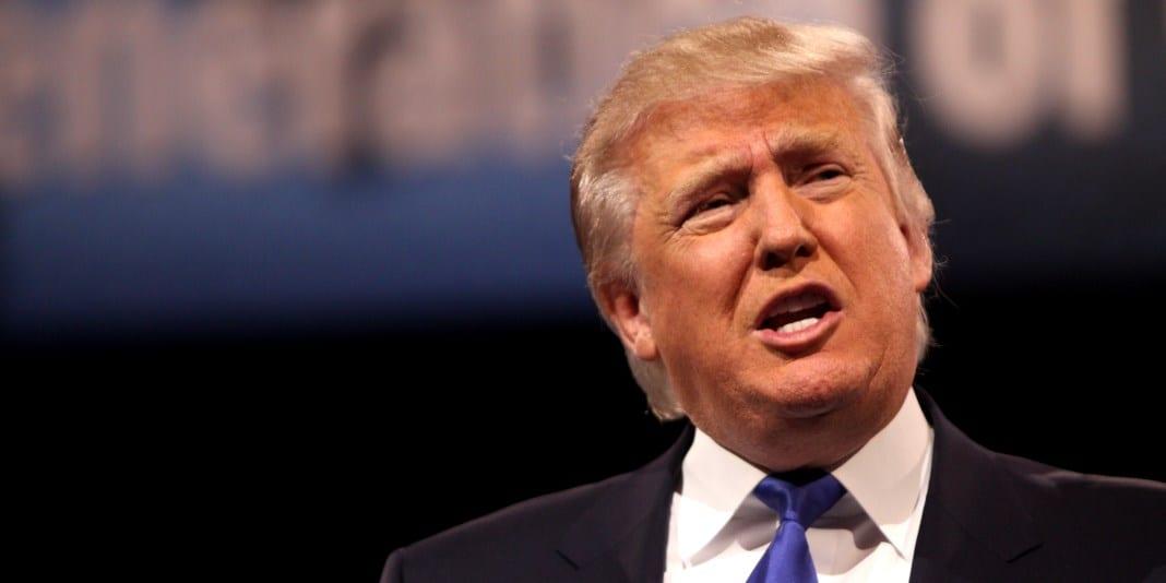 Trump har ledsnat coronadödstal Trump-tweets