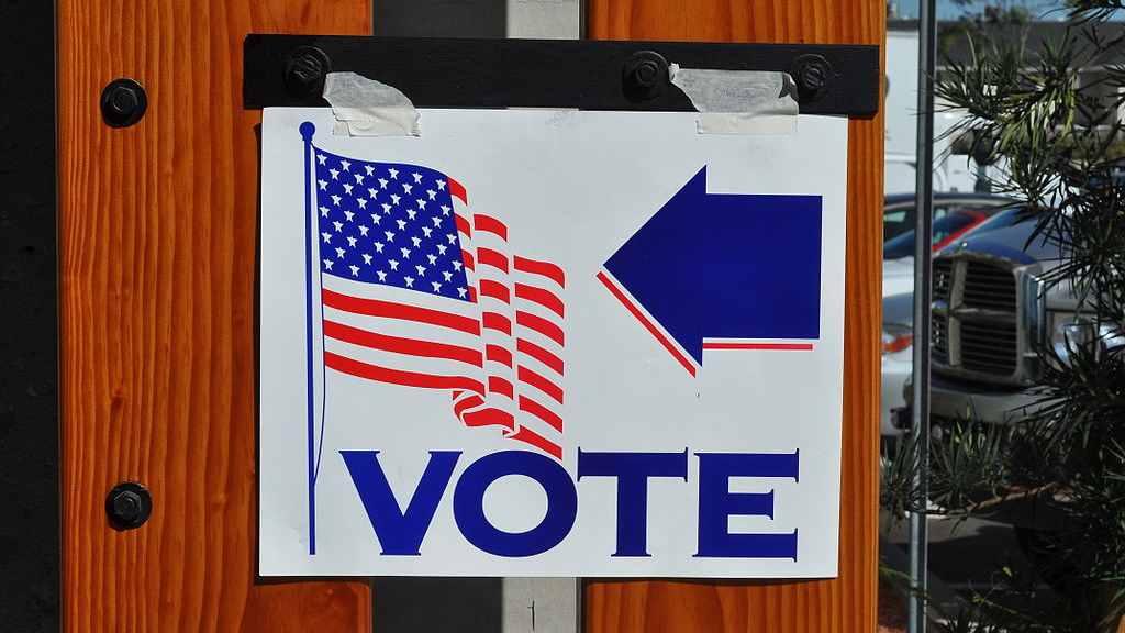 Dr. Shiva misstänkt valfusk räknas om för hand Trump blir återvald USA:s konstitution Röstmaskiner