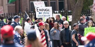 Protester mot nedstängningspolitiken