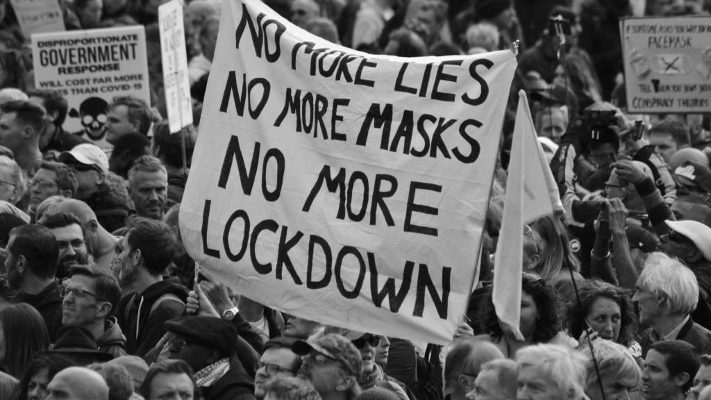 Massmedierna i London Storbritannien förbereder anti-lockdown-protester covidtyranni